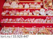 Close up of Christmas market stall in Vienna, Austria. Christmas decorations at a Christmas market. Merry christmas, cute festive decoration. Стоковое фото, фотограф Nataliia Zhekova / Фотобанк Лори