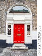 A red door in Dublin, Ireland. Arched Georgian door house front. Стоковое фото, фотограф Nataliia Zhekova / Фотобанк Лори