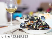 Steamed mussels in cheese sauce. Стоковое фото, фотограф Nataliia Zhekova / Фотобанк Лори