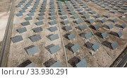 Купить «Top view of the electric power polar panel system at desert», видеоролик № 33930291, снято 9 марта 2019 г. (c) Яков Филимонов / Фотобанк Лори