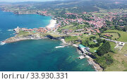 Scenic view from drone of coastal Spanish township of Comillas on sunny summer day, Cantabria (2019 год). Стоковое видео, видеограф Яков Филимонов / Фотобанк Лори