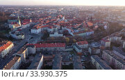 Купить «Scenic aerial view of historical center of Polish town of Kalisz at sunset in spring, Greater Poland Voivodeship», видеоролик № 33930375, снято 14 марта 2020 г. (c) Яков Филимонов / Фотобанк Лори