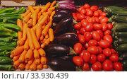 Купить «Colorful rows of fresh vegetables on market counter. Vegetable background», видеоролик № 33930439, снято 6 июля 2020 г. (c) Яков Филимонов / Фотобанк Лори