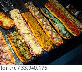 Купить «Coca de recapte, a thin crust vegetable pizza or tarte», фото № 33940175, снято 2 июля 2020 г. (c) Яков Филимонов / Фотобанк Лори