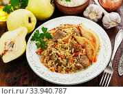 Pilaf with meat and quince. Стоковое фото, фотограф Надежда Мишкова / Фотобанк Лори