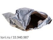 Экология. Старый рваный упаковочный пакет. Стоковое фото, фотограф Литвяк Игорь / Фотобанк Лори