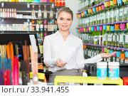 Young polite saleswoman welcoming in perfume store. Стоковое фото, фотограф Яков Филимонов / Фотобанк Лори
