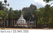 Утро у древней буддистской ступы  Амбастала (Ambasthala Dagoba). Михинтале, Шри-Ланка. Стоковое видео, видеограф Виктор Карасев / Фотобанк Лори
