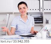 Cheerful businesswoman working in the office. Стоковое фото, фотограф Яков Филимонов / Фотобанк Лори