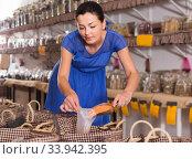Купить «female customer taking сereals with scoop from basket in eco market», фото № 33942395, снято 13 июня 2017 г. (c) Яков Филимонов / Фотобанк Лори