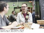 Man using smartphone to show photo of dish. Стоковое фото, фотограф Egerland Productions / age Fotostock / Фотобанк Лори