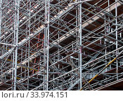 A dense network of metal scaffolding poles supporting work platforms on a construction site. Стоковое фото, фотограф Zoonar.com/PHILIP_OPENSHAW / easy Fotostock / Фотобанк Лори