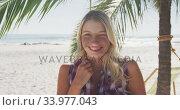 Caucasian woman enjoying time at the beach. Стоковое видео, агентство Wavebreak Media / Фотобанк Лори