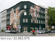 Купить «Germany, Berlin - Old building in the Schoeneberg district, worked on by graffiti artists», фото № 33983975, снято 11 октября 2019 г. (c) Caro Photoagency / Фотобанк Лори