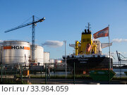 Germany, Bremen - Seaport tank farm of the company HGM in the industrial port, HGM trades with mineral oil in the b2b sector. Редакционное фото, агентство Caro Photoagency / Фотобанк Лори
