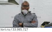 African American male car mechanic crossing his arms and looking at the camera. Стоковое видео, агентство Wavebreak Media / Фотобанк Лори