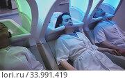 Купить «Portrait of clients resting in massage chairs for washing hair in salon», видеоролик № 33991419, снято 13 июля 2020 г. (c) Яков Филимонов / Фотобанк Лори