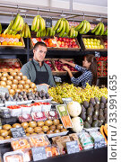 male vendor selling fresh fruits and vegetables. Стоковое фото, фотограф Яков Филимонов / Фотобанк Лори