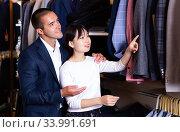 Young Chinese woman helping her boyfriend. Стоковое фото, фотограф Яков Филимонов / Фотобанк Лори