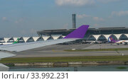 Купить «Airplanes in Suvarnabhumi airport», видеоролик № 33992231, снято 14 ноября 2018 г. (c) Игорь Жоров / Фотобанк Лори