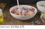 Купить «Cooking of healthy breakfast from granola and natural fruits and», видеоролик № 33992275, снято 3 июля 2020 г. (c) Ярослав Данильченко / Фотобанк Лори