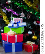 Купить «Colorful Christmas gift boxes», фото № 33992775, снято 2 января 2018 г. (c) Яков Филимонов / Фотобанк Лори