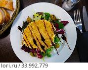 Купить «Scallop baked with cheese in seashells, served with lettuce», фото № 33992779, снято 16 июля 2020 г. (c) Яков Филимонов / Фотобанк Лори