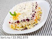 Russian dressed herring salad. Стоковое фото, фотограф Яков Филимонов / Фотобанк Лори