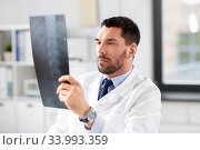 Купить «male doctor with x-ray of spine at hospital», фото № 33993359, снято 16 мая 2020 г. (c) Syda Productions / Фотобанк Лори