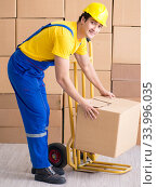 Man contractor working with boxes delivery. Стоковое фото, фотограф Elnur / Фотобанк Лори