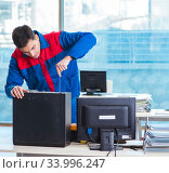 Купить «Computer technician repairing broken computer in workshop», фото № 33996247, снято 19 января 2018 г. (c) Elnur / Фотобанк Лори