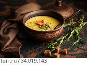 Купить «Fish cream soup with Salmon, cheese, Potatoes and herbs in white Soup Bowls.», фото № 34019143, снято 4 марта 2019 г. (c) Nataliia Zhekova / Фотобанк Лори