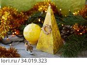 Купить «Handmade candles in the shape of a pyramid and sphere», фото № 34019323, снято 17 декабря 2015 г. (c) Nataliia Zhekova / Фотобанк Лори