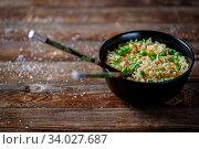 Купить «Bowl of noodles with fresh peas and chopped green onion.», фото № 34027687, снято 12 июля 2020 г. (c) easy Fotostock / Фотобанк Лори