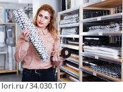 Housewife buying bathroom carpet. Стоковое фото, фотограф Яков Филимонов / Фотобанк Лори