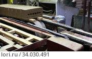 Купить «Автоматическая линия по производству кирпича. Резка глиняного брикета на кирпичные заготовки», видеоролик № 34030491, снято 29 мая 2020 г. (c) Евгений Ткачёв / Фотобанк Лори
