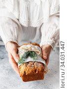 stollen in female hands. Стоковое фото, фотограф Nataliia Zhekova / Фотобанк Лори