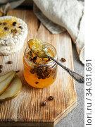 Купить «candied fruit jelly. pear marmalade with coffee beans. Jar of pear jam», фото № 34031691, снято 23 апреля 2019 г. (c) Nataliia Zhekova / Фотобанк Лори