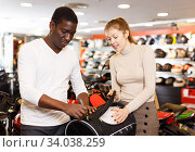 man and woman choosing dry bag for motorcycle. Стоковое фото, фотограф Яков Филимонов / Фотобанк Лори