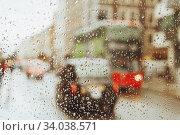 Купить «Raindrop on glass and red London bus lights», фото № 34038571, снято 18 августа 2017 г. (c) Nataliia Zhekova / Фотобанк Лори