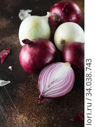 Купить «red onions. Red onion halves. Food Ingredients», фото № 34038743, снято 29 июля 2019 г. (c) Nataliia Zhekova / Фотобанк Лори