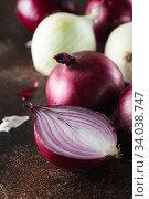 Купить «red onions. Red onion halves. Food Ingredients», фото № 34038747, снято 29 июля 2019 г. (c) Nataliia Zhekova / Фотобанк Лори