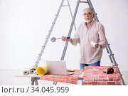 Купить «Old husband contractor in home renovation concept», фото № 34045959, снято 3 июня 2019 г. (c) Elnur / Фотобанк Лори