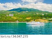 Морская прогулка вдоль Южного берега Крыма (2019 год). Редакционное фото, фотограф Megapixx / Фотобанк Лори