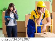 Купить «Woman boss and man contractor working with boxes delivery», фото № 34048907, снято 4 июня 2018 г. (c) Elnur / Фотобанк Лори