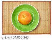 Купить «Ripe yellow grapefruit on a green plate on a cane serving mat», фото № 34053343, снято 10 мая 2020 г. (c) Евгений Харитонов / Фотобанк Лори