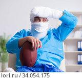 Купить «Injured american football player recovering in hospital», фото № 34054175, снято 12 декабря 2017 г. (c) Elnur / Фотобанк Лори