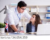 Teacher explaining to student at language training. Стоковое фото, фотограф Elnur / Фотобанк Лори