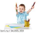 Little boy holding a lot of colored pencils. Стоковое фото, фотограф Nataliia Zhekova / Фотобанк Лори