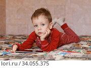 Little boy playing on the tablet computer. Стоковое фото, фотограф Nataliia Zhekova / Фотобанк Лори